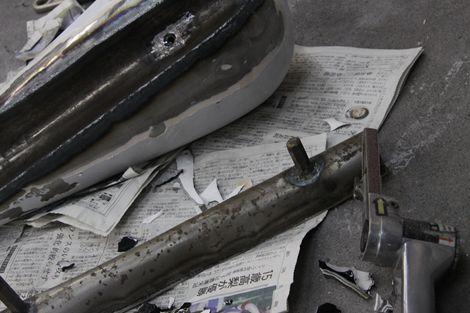 こんにちわ、藤木直人です。 最近は鉄いじったりしてます。タンクを外したらクラック発見!!!溶接で埋めても良いけど、気に入らないのでトンネル作り直しです。パワーが足らず、ビリーレーンの様にはいきませんでしたけど……なんとか完成!!! 削ってみたら塗膜が厚いです。これも剥がさないと……上手にできました。 ちなみにリペイントする時は前の塗装が綺麗でも、剥がした方が良いです。 こうなったりああなったり………[Posted at 12/01/17]